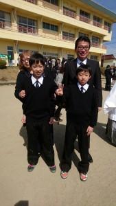 双子の息子の小学校の卒業式