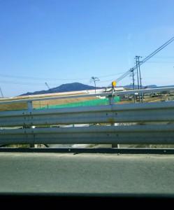 わかりますか?画像中央に見える陸前高田市の今日の奇跡の一本松。国道45号線より撮影しました。