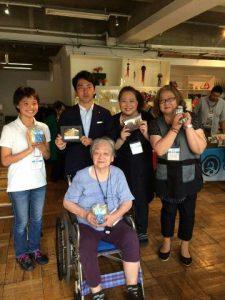 「冥途の土産ができた」と感激の東京の義母と小泉衆議院議員。
